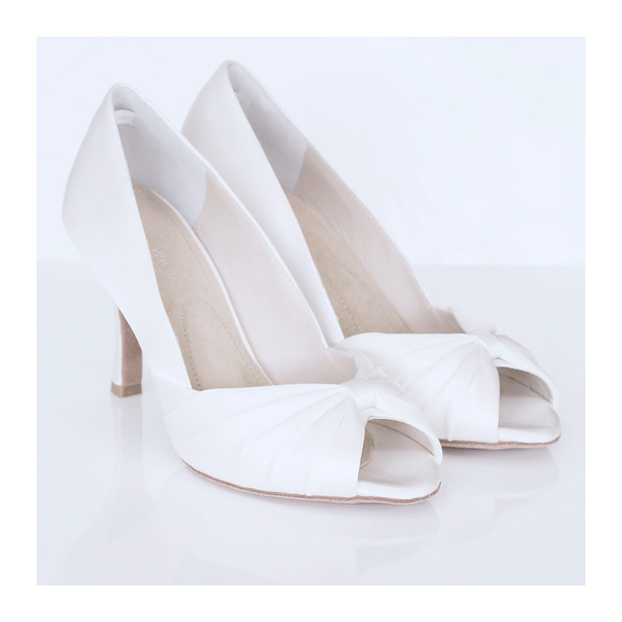 Browse David's Bridal collection of women's champagne colored dress shoes including high heels, pumps & flats perfect to wear to a wedding, evening events, or prom! Shop champagne gold shoes, at amazing prices and great selection of widths and sizes!