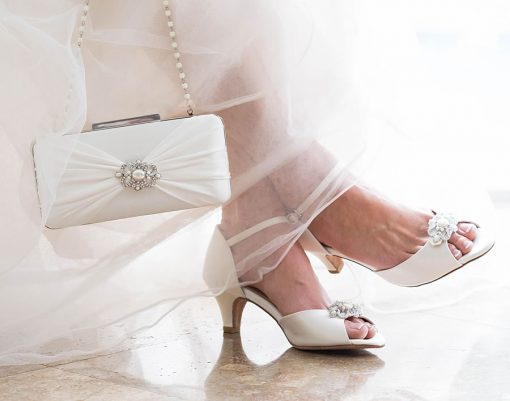 ANGELA NURAN BAR CLASP WHITE SILK