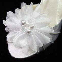 SB-763 WHITE FLOWER SHOE CLIP
