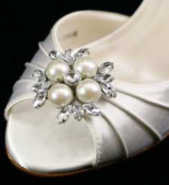 SPRING SILVER PEARL SHOE CLIP
