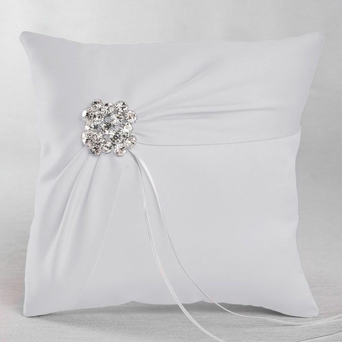 IVY LANE RING PILLOW GARBO
