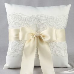 IVY LANE CHANTILLY LACE RING PILLOW